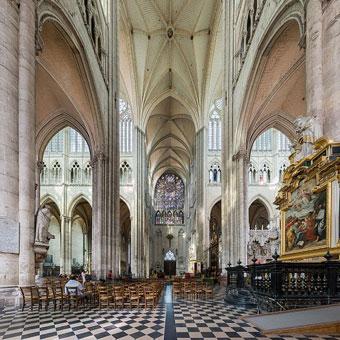 Intérieur de la cathédrale d'amiens class=